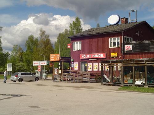 Turen kommen till Höljes Handel i norra Värmland Konsum Värmland levererar varor till ytterligare en privat lanthandlare