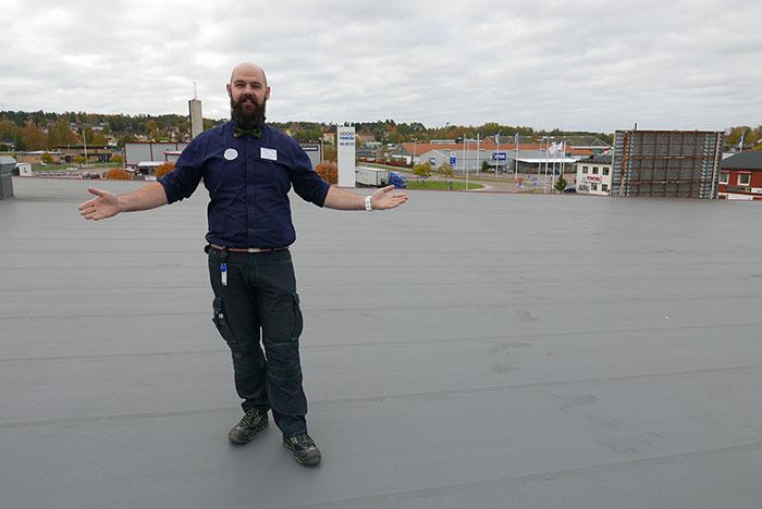 För produktion av lokal, grön el direkt till fastigheten; Konsum Värmland installerar 900 solcellspaneler på 2 000 kvm tak