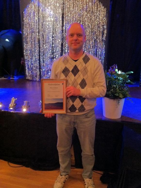 Konsumchefen fick hedersdiplom; Fullsatt vid Lysviksrevyns premiärhelg