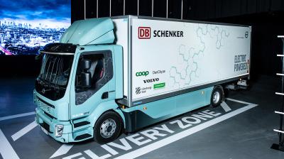 Nu börjar Coop leverera mat med Volvos nya el-lastbil