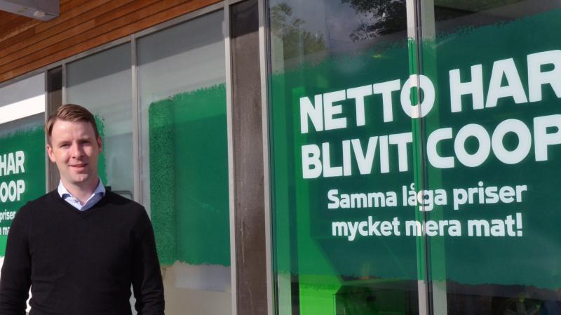 Patrik Levin, vdför Coop vardagshandel AB (tidigare Netto Sverige) utanför butiken på Malmvägen i Sollentuna.
