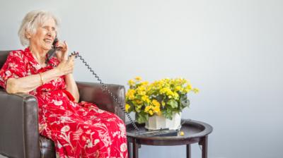 Coop och Äldrekontakt startar samarbete för att hjälpa äldre